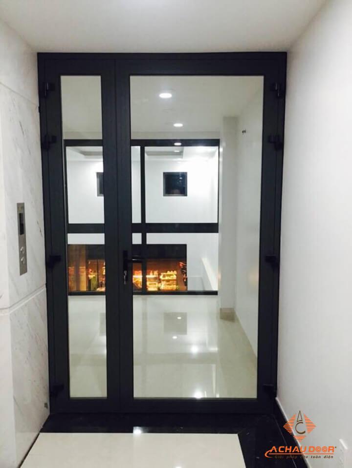 cửa đi mở quay 1 cánh nhôm xingfa