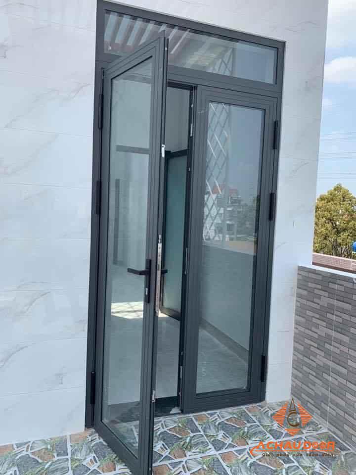 cửa đi mở quay nhôm xingfa 2 cánh