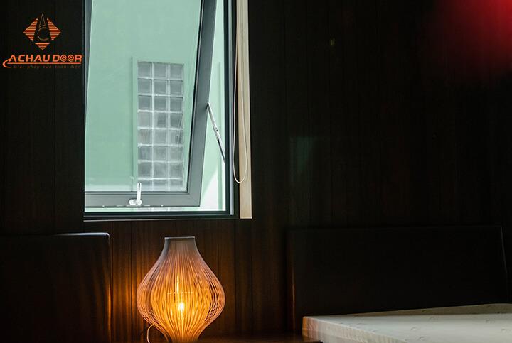 cửa sổ mở hất cho phòng ngủ