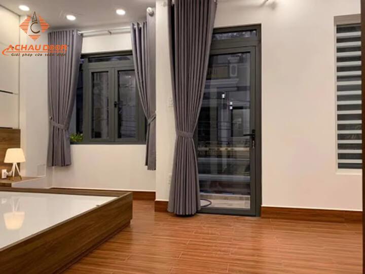 cửa phòng ngủ nhôm xingfa màu xám ghi