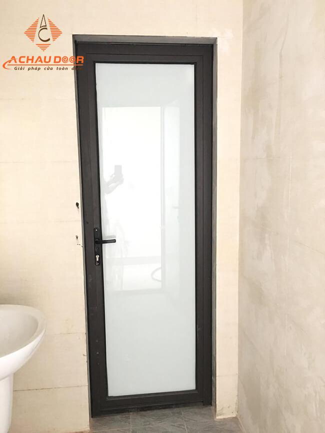 mẫu cửa nhôm kính nhà vệ sinh