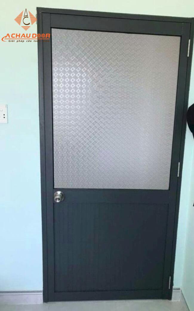 cửa nhà vệ sinh bằng nhôm kính