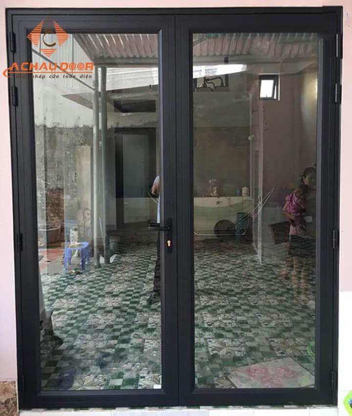 cửa nhôm xingfa màu đen có 2 cánh