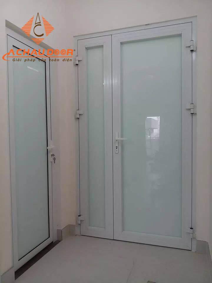 cửa thông phòng nhôm xingfa màu trắng