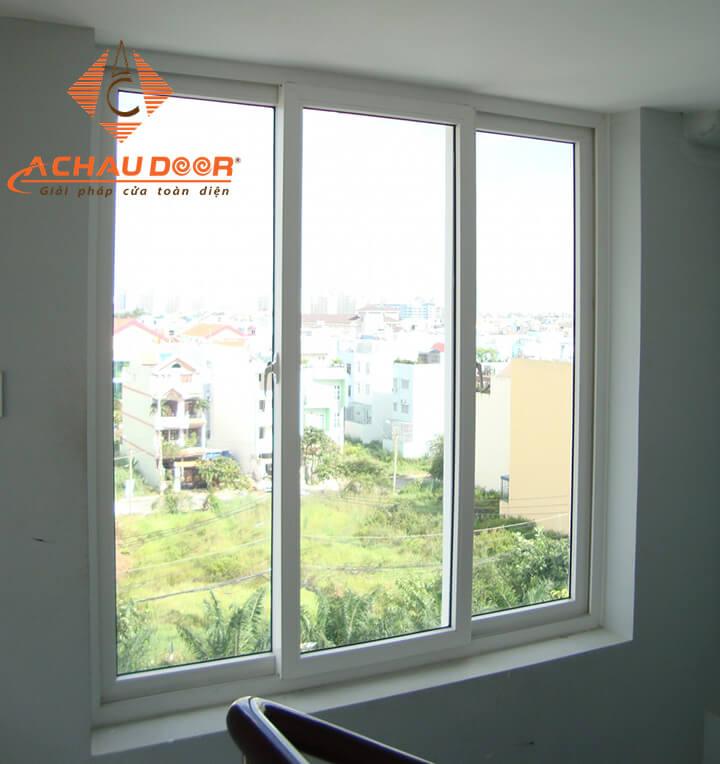 Cửa sổ mở lùa 2 cánh nhôm Xingfa màu trắng sữa đẹp