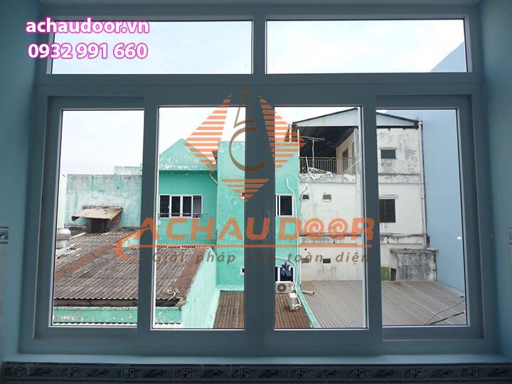 Mẫu cửa sổ mở trượt 4 cánh nhôm Xingfa màu trắng sữa đẹp