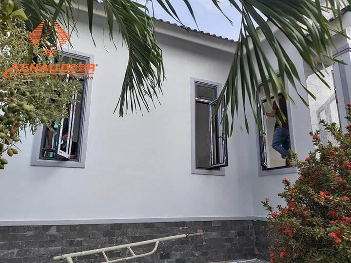 Hoàn thiện lắp đặt cửa sổ nhôm kính cho nhà anh Duy