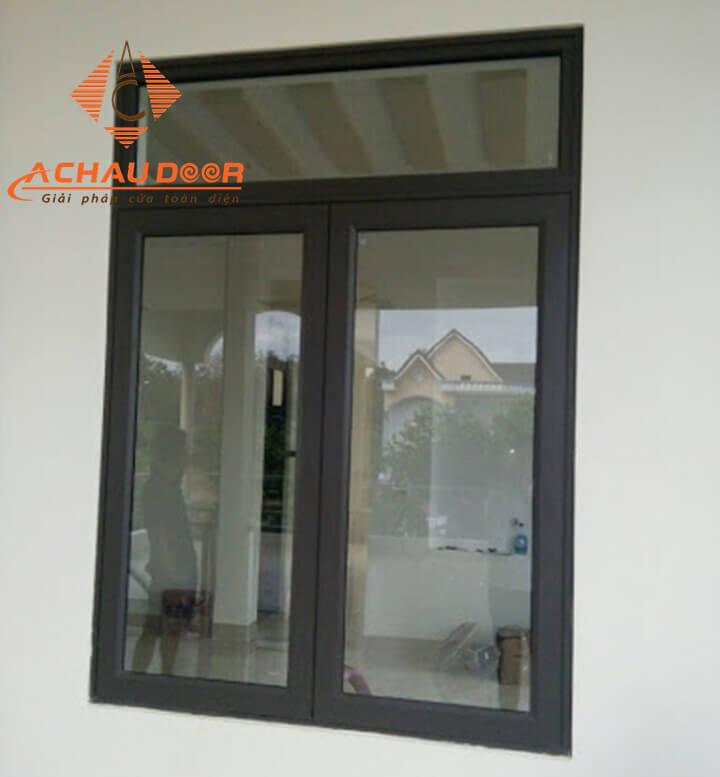 Cửa sổ mở quay 2 cánh nhôm kính Xingfa