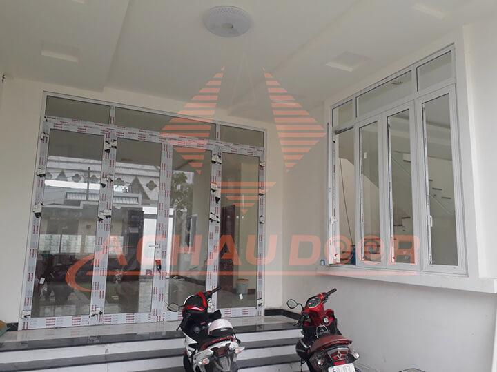 Mẫu cửa sổ 4 cánh nhôm kính