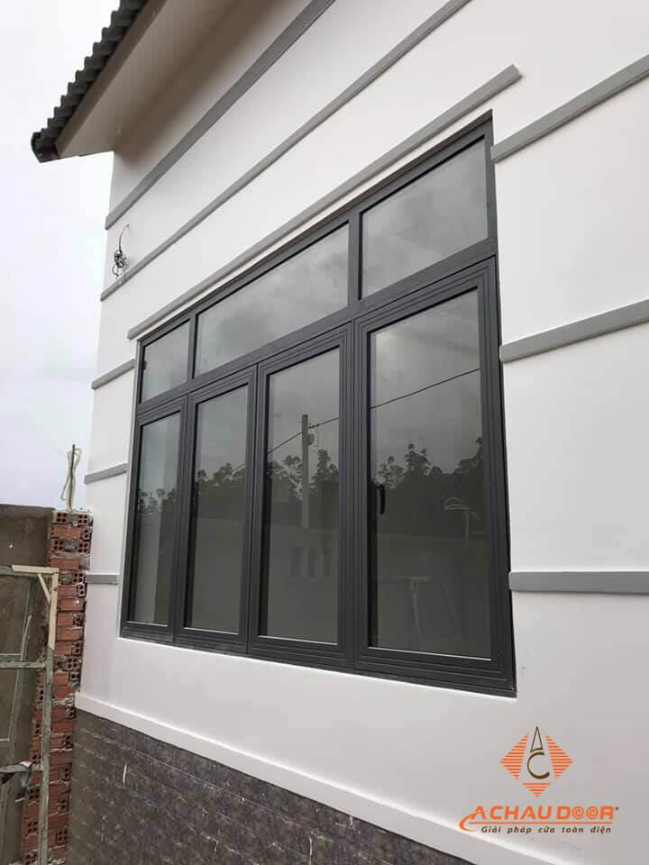Cửa sổ mở quay nhôm Xingfa 4 cánh màu đen