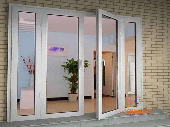 Thiết kế cửa chính 4 cánh không đều nhau
