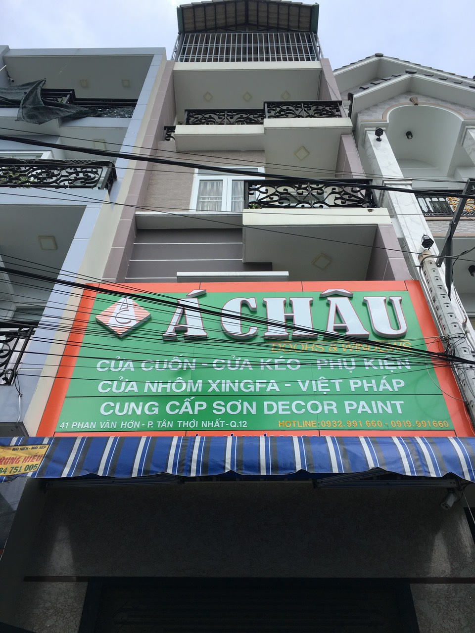 showroom á châu